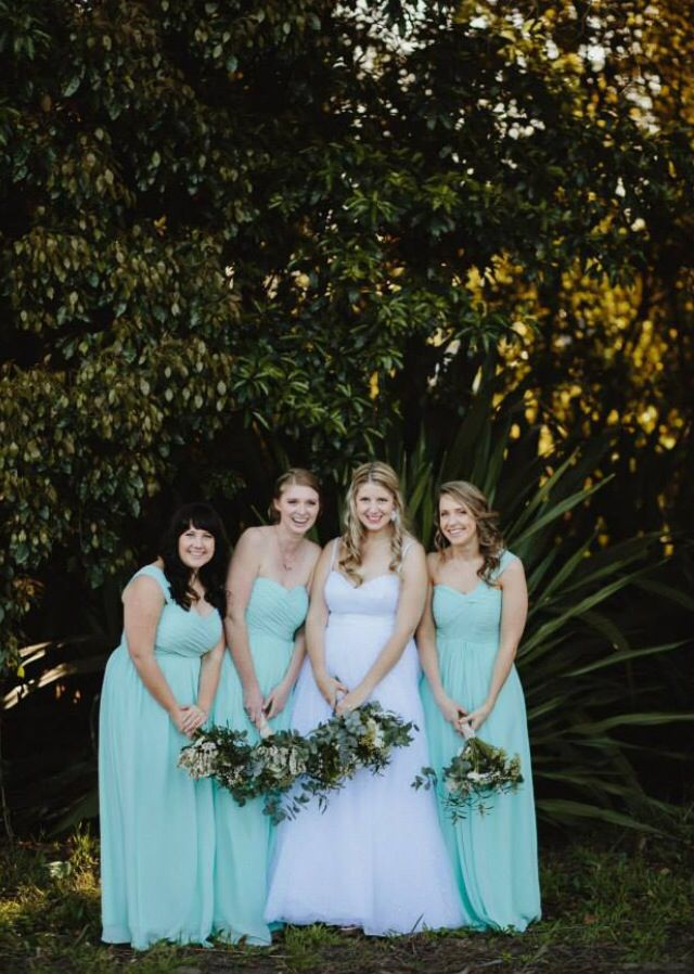 Such fun! Nicole with her bridesmaids. Photo by Justin Aaron Weddings.