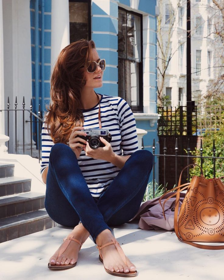 Navy striped tee, dark skinny jeans and Sam Edelman Gigi leather sandals