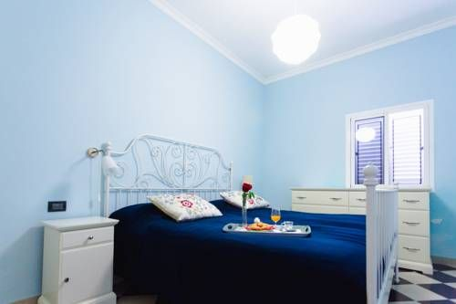 Confital Bay Las Palmas de Gran Canaria Confital Bay offers accommodation in Las Palmas de Gran Canaria, 1.7 km from Parque de Santa Catalina. The unit is 46 km from Kasbah Shopping Centre. Free WiFi is available throughout the property.