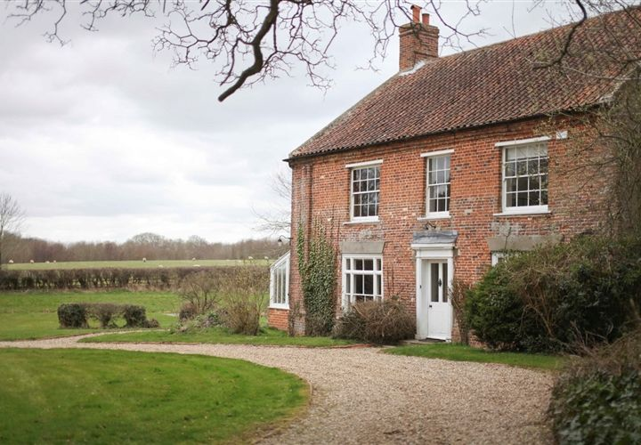 www.norfolkproduction.co.uk #MAF912 - Houses & cottages - shoot locations - traditional farmhouse - rustic interiors - grade II-listed - original wooden flooring - exposed beams - 16th century fireplace - cambered arches - summerhouse