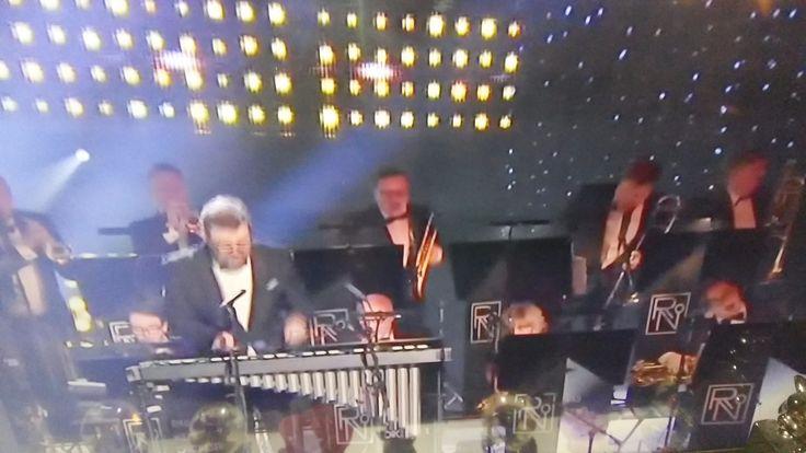 TV1 YLE1 YLETeema KULTTUURI MUSIIKKI OHJLELMAT. Uuden Vuoden KONSERTIT. Riku Niemi Orkesteri&Wienin Fihramoonikot, Mozart....KIITOS. Viihdyttäviä  SUOSITTELEN KATSO. Seruaan&Tykkään.  INFO Yle.fi  3.1.2015 MinunBLOGI HXSTYLE.wordpress... Nähdään HYMY
