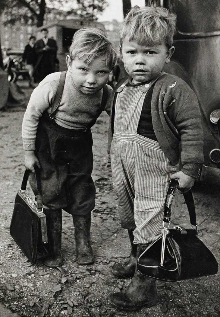 Смешные картинки черно белые с детьми, смешная казнь