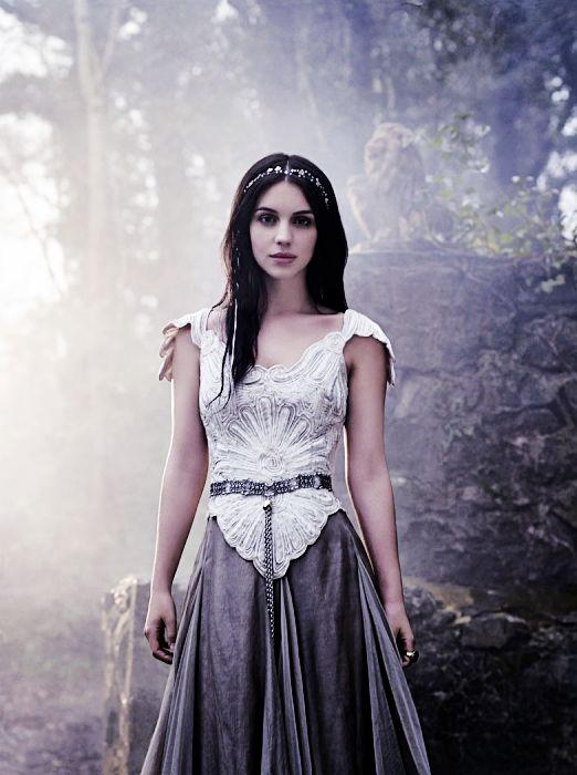 Adelaide Kane as Eunice, principessa dei Maridi. Figlia di Poseidone e di Amphitrite. Sorella prediletta di Liriope. Unico amore di Elynath.
