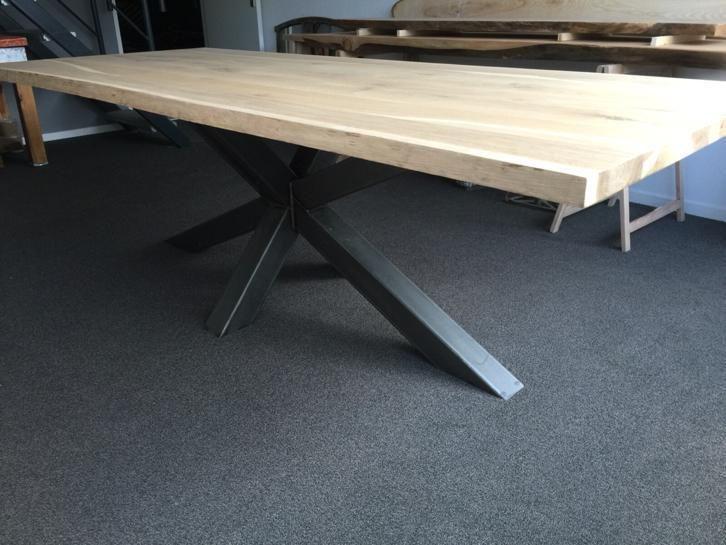 Eiken boomstam tafel boomstamtafel rvs onderstel kruispoot   Tafels   Eettafels   Marktplaats nl