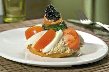 Bedst til flere personer, da der laves en stor portion karrysalat.Bombay karrysalat:250 g god mayonnaise, smagt til med lige dele HP sauce