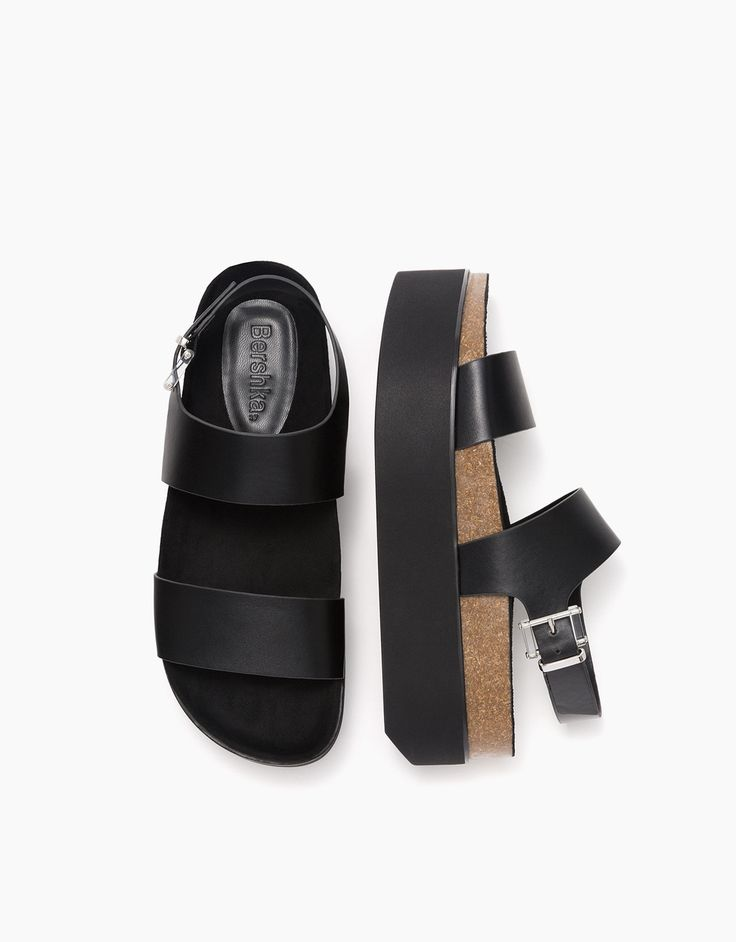 Sandália bio plataforma com fivela. Descubra esta e muitas outras roupas na Bershka com novos artigos cada semana