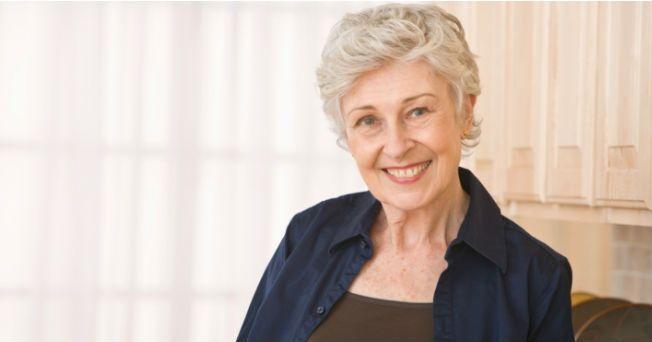 Antes se creía que la pérdida de memoria y la confusión eran parte del proceso normal del envejecimiento, pero esto ya no es así. Hoy en día, diversos estudios demuestran que la mayoría de las personas se mantiene alerta y tiene un buen uso de sus facultades a medida que envejece, aunque es posible que tome un poco más de tiempo recordar las cosas. Los especialistas del Instituto Nacional sobre el Envejecimiento de Estados Unidos (NIA, por sus siglas en inglés) indican que una combinación de…