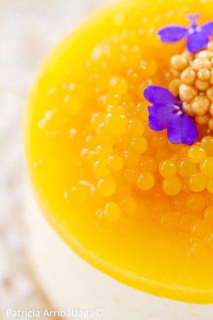Mango Cheesecake with passion fruit caviar. Cheesecake de mango con caviar de fruta de la pasión, del Curso Online de Repostería Fácil y Chic de Patricia Arribálzaga