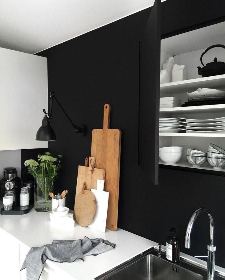 Breakfast coming up! 🌿Saturday🌿 Love our built in cabinets! Well, we are a tall family, and can reach everything though 😂 #kitchendesign #tailoredsolutions #builtin #kjøkken #hthkjøkken #skreddersøm #scandinavianhome #scandinavianinterior #nordiskehjem #nordichome #interiorandhome