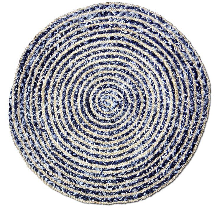 En härlig flatvävd matta i hampa/bomullsblandning.