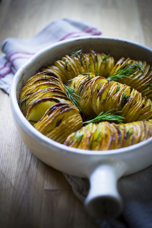 Deliciously crispy….Rosemary Garlic Hasselback Potatoes…Easy recipe, vegan, GF #hasselbackpotatoes