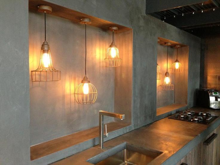 Stoere betonlook keuken in onze showroom.
