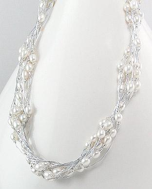 Halskjede med hvite perler