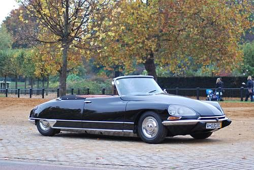 1971 Citroen DS21 Décapotable, built by Henri Chapron, based on the original work of Italian sculptor and industrial designer Flaminio Bertoni and the French aeronautical engineer André Lefèbvre.