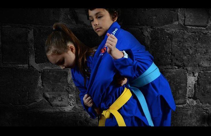 Kimonos Shitaya Infantil  Confeccionados em sarja, são resistentes e de fácil manutenção. São ótimos para iniciantes de JUDO e JIU-JITSU.  Encontre em nosso site por apenas R$94,90 http://contato.ms/6KJ  #Shitaya #Kimono #BJJ #Judo #JiuJitsu #Kids #BjjKids #KidsJiuJitsu #JudoKids