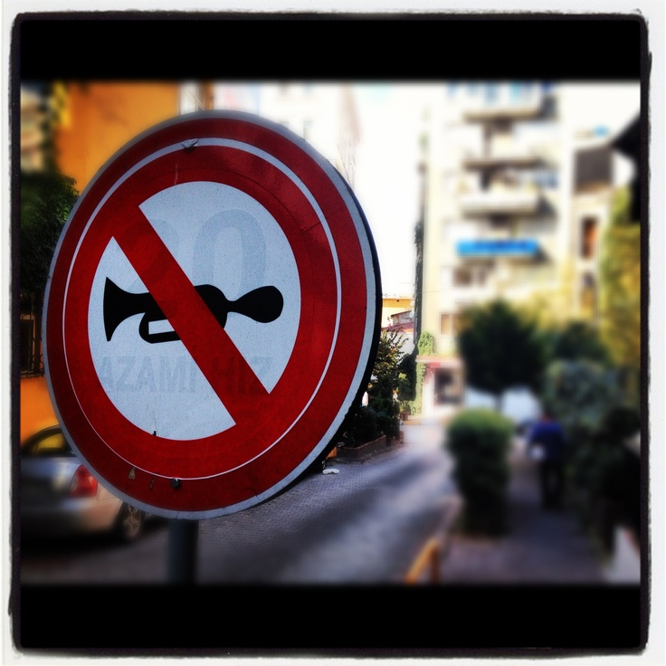 no-horn sign in Istanbul (doesn't work so much!)