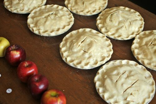 This is a great article that rates how different varieties of apples preform in pie: 20111002-apple-pie-food-lab-2.jpg