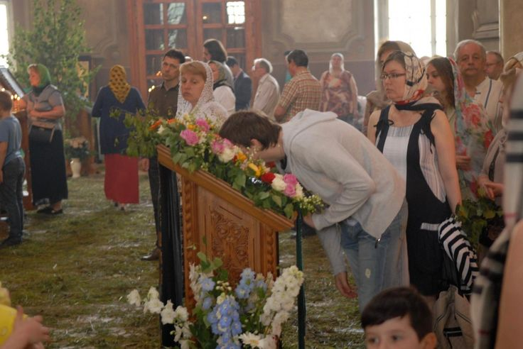 Как нужно поклоняться иконам в храме, как правильно к ним прикладываться? Павел Петров, CC BY-SA 3.0