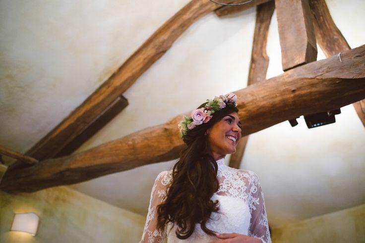 Uno splendido matrimonio campestre all'aperto, dalle sfumature rosa e dai dettagli romantici, tra peonie, erbe aromatiche e iuta.
