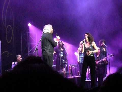 The Bee Gees - Barry Gibb - Samantha Gibb 'How Can You Mend A Broken Heart' - Samantha is Maurice's daughter, very good harmonizing. They are currently touring along with Barry's son Stephen.