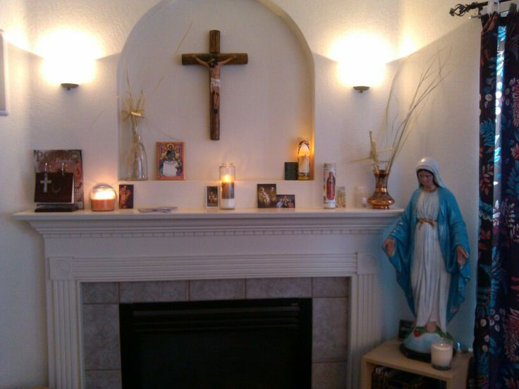 Charmant Our Catholic Home Altar.
