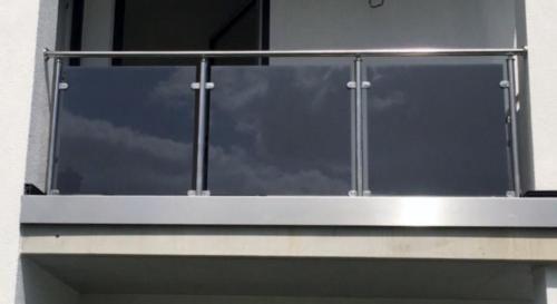 Výsledek obrázku pro balkongeländer edelstahl glas