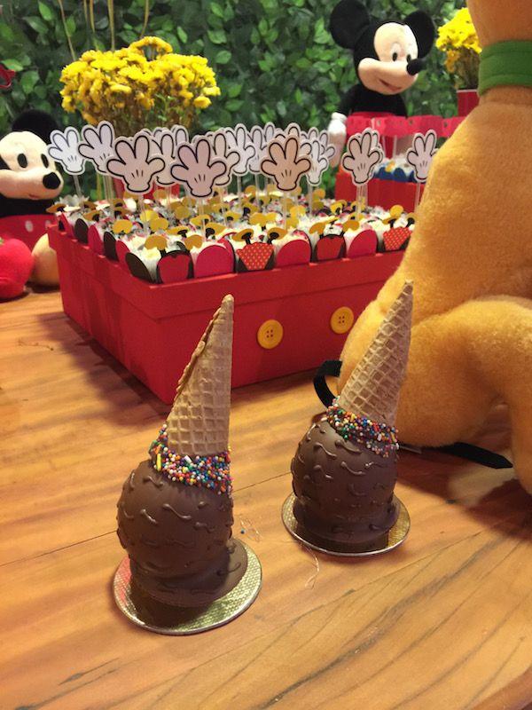 Festa Turma do Mickey: Decoração completa - mesa, papelaria, doces e doces decorativos.