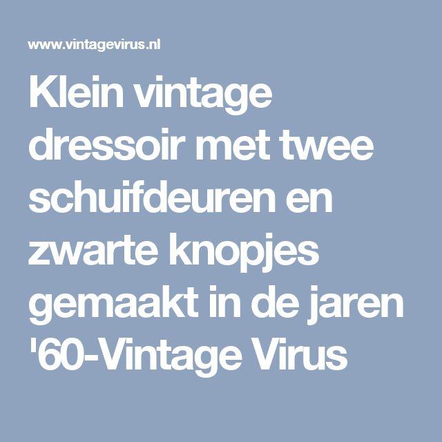 Klein vintage dressoir met twee schuifdeuren en zwarte knopjes gemaakt in de jaren '60-Vintage Virus