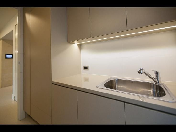 Iluminaci n de bajo alacena conoc una forma moderna para - Iluminacion led en cocinas ...