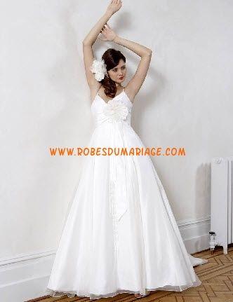 Sassi Holford belle robe de mariée avec bretelles col en V organza Style Lucianne