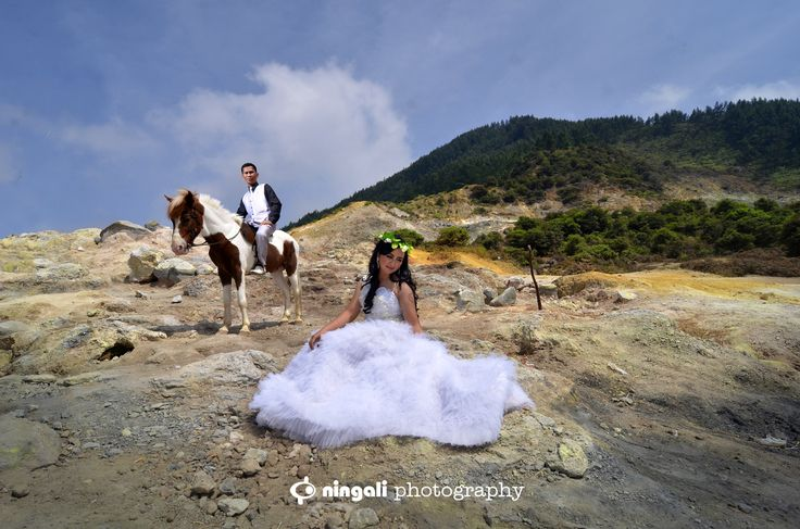 This is incredible! Unique work by  NINGALI PHOTOGRAPHY http://www.bridestory.com/ningali-photography/projects/wedding-bali1439961721