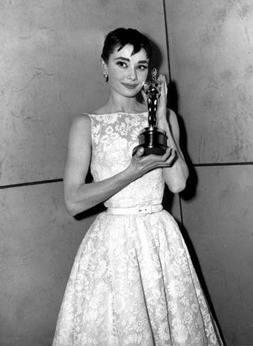 Audrey-Hepburn-oscar-1954