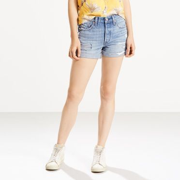 The first ever jean shorts, now taken to new lengths. This is the style that started it all, and has been loved by every generation since. True to vintage style, it's cut for a comfortable straight fit from heavyweight denim, and features our signature button fly. It's a timeless garment that blends with your personal aesthetic all season. This pair offers a bit of extra coverage for your legs.