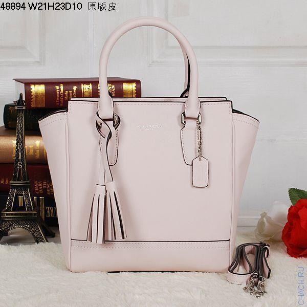 Женская сумка Coach в форме трапеции из натуральной кожи бежевого цвета
