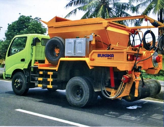 Road Maintenance Truck | BUKAKA - Road Construction Equipment | www.rce-bukaka.com