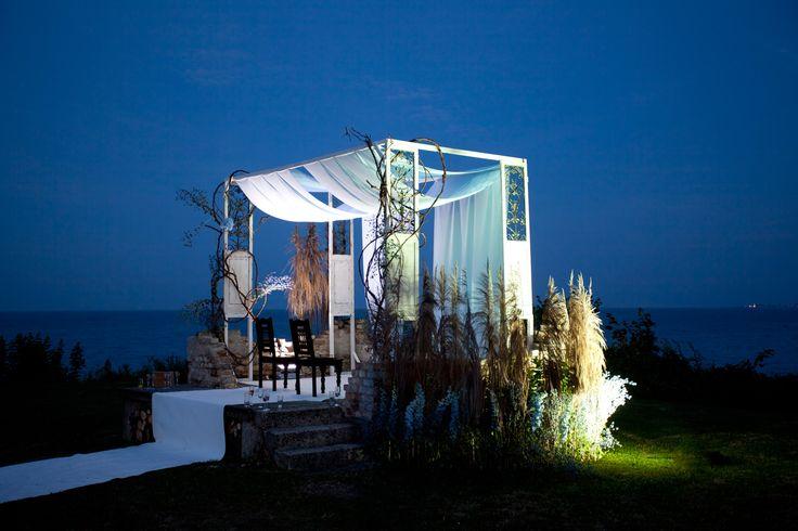 Seaside wedding ceremony decor by artsize.pl