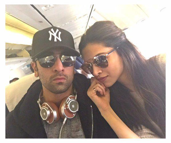 Deepika Padukone and Ranbir enroute to Delhi for 'Tamasha' promotions