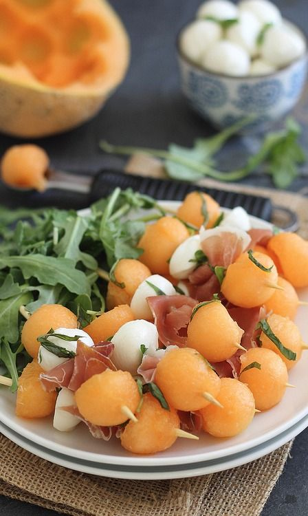 melon, prosciutto, and mozzarella skewers... A quick, no cook appetizer perfect for hot summer nights entertaining....used smoked mozzarella instead.