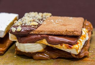 Chokladdoppade fullkornskex med bananströssel