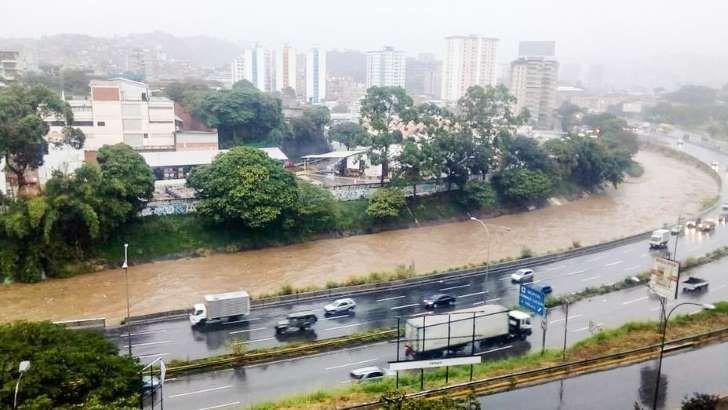 Tras las fuertes precipitaciones en horas de la tarde, no hubo registro de personas heridas o fallecidas, informó el jefe de gobierno del Distrito Capital, Daniel Aponte a través de un contacto telefónico con Venezolana de Televisión, (VTV).</p>