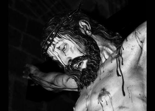 maravilloso Cristo de La Luz de Gregorio Fernández, el Cristo de los estudiantes, en Valladolid el Jueves Santo 11:30h