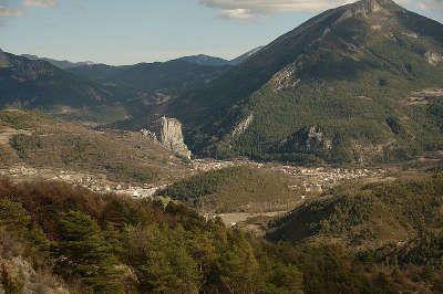 Castellane et le roc route napoleon guide touristique alpes de haute provence