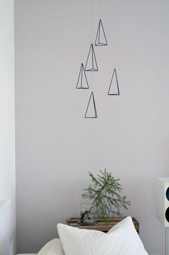 DIY kuusenmuotoiset himmelit  http://projektila.blogspot.fi/2014/12/luukku-19-24.html