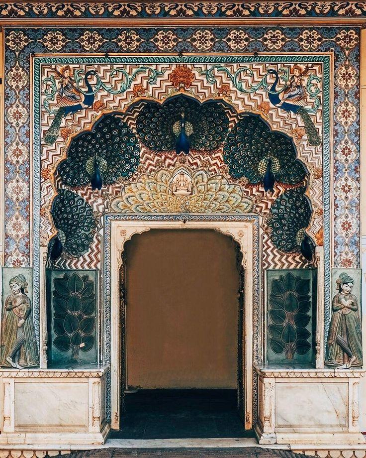Peacock Gate representing autumn #India • City Palace, Jaipur