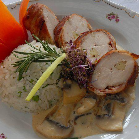 Egy finom Római tálban sült fokhagymás csirke gombaszósszal ebédre vagy vacsorára? Római tálban sült fokhagymás csirke gombaszósszal Receptek a Mindmegette.hu Recept gyűjteményében!