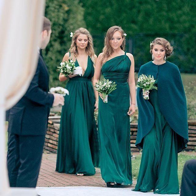 We're green with envy for their wedding game. Wedding planning by @caramelwedding | Photo by @ksemenikhin #greengown #green #classy #bridal #2016bride #fashion #bridesmaids #weddinginspiration #weddingidea #weddingbells #ido #yes #futuremrs #bridetobe #lo