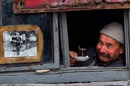 Şimdi bir çay koyun Pencereden bir kuş sesi gelsin...   Murat Ginlik