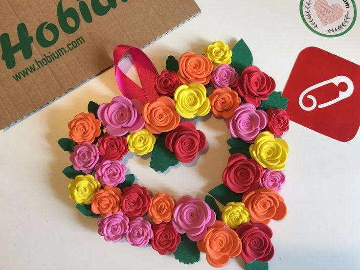 eva ile çiçek nasıl yapılır, eva ile çiçekli kapı süsü yapımı videomuzu izleyin. 10marifet.org'da siz de el yapımı dekoratif eşyalar yapmayı öğrenin.