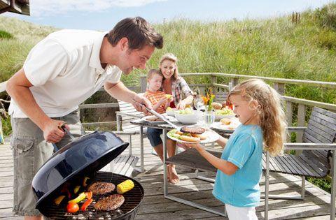 Barbecue: come migliorare il metodo di cottura alla griglia:   1. Marinare la carne;  2. Cucinare a temperature più basse;  3. Scegliere tagli più magri;  4. Condire con erbette e spezie;  5. Evitare le fiammate alte;  6. Contorno di vegetali;  7. Pulizia della griglia;   >> http://www.beautyerelax.com/alimentazione/713-cottura-arrosto-griglia-con-il-barbecue-migliorare.html