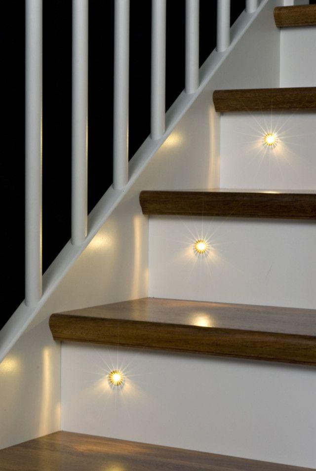 Trapper kan være skumle i mørket, men LED-lys i ulike varianter kan løse problemet.